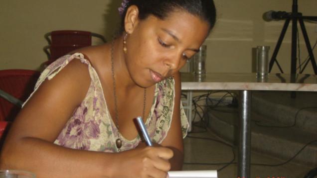 Evelyn-Queipo-firmando-libro-Leyendas-Urbanas
