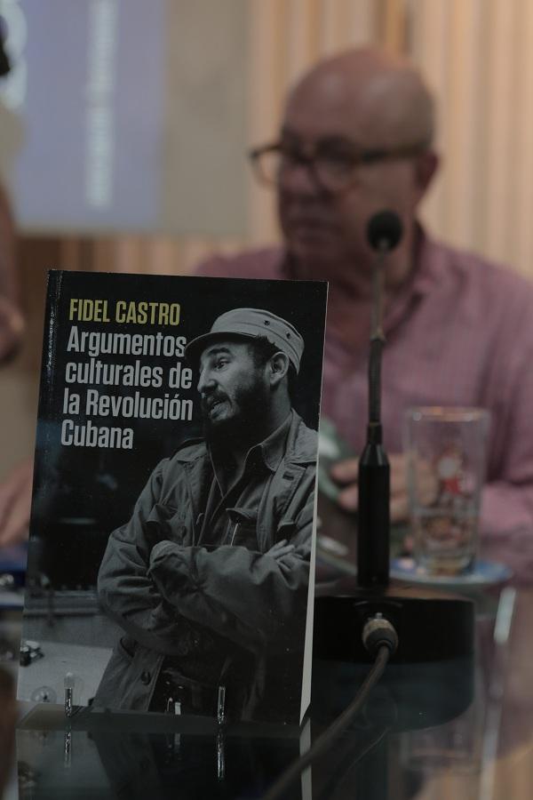 Presentan Compendio Fidel Castro. Argumentos culturales de la Revolución Cubana