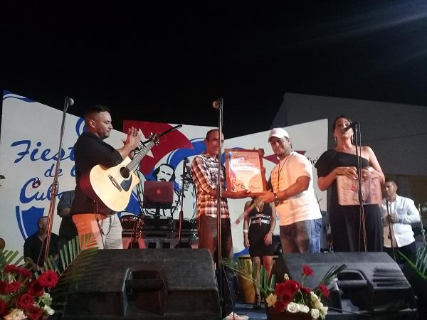 Reconocimiento al grupo Nubes en Fiesta de la Cubanía