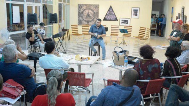 Escritor santiaguero Oscar Cruz, invitado al evento literario.