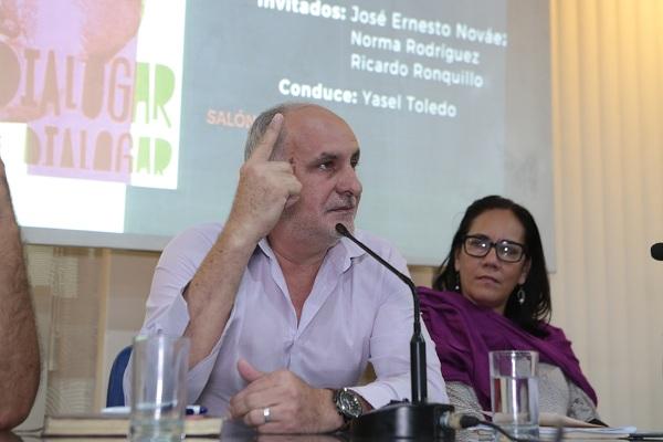 Ricardo Ronquillo/ Dialogar dialogar (Fotos Eddos)