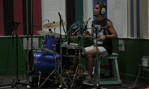 Momentosde la grabación del material sonoro en los estudios Siboney